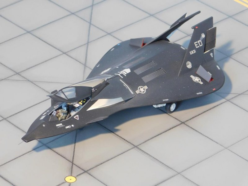 Lockheed F-19 Stealth Strike Fighter links vorne