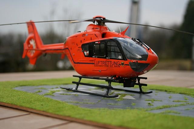 Revell EC 135 T2i «Luftrettung»