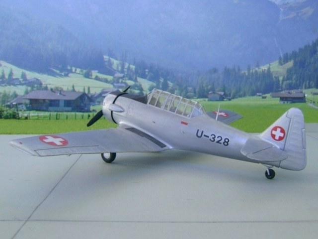 Modell AT-16 Havard IIB (Advanced Trainer) der Schweizer Luftwaffe