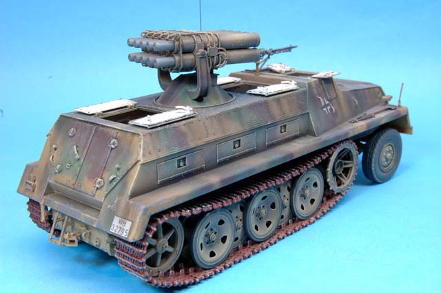 Bronco 1//35 dt SWS gepanzert mit 15cm Panzerwerfer 42 Zehnling