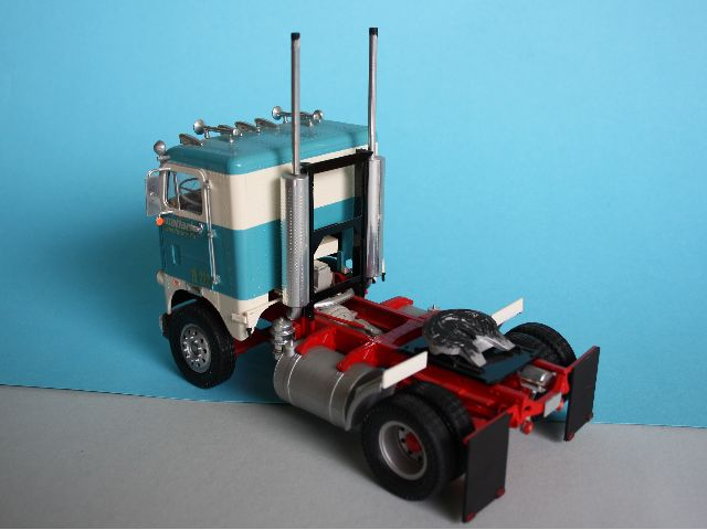 White-Freightliner Single Drive Cabover