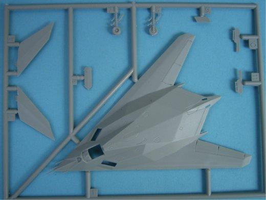 f 117a nighthawk dragon nr 4583 modellversium kit ecke. Black Bedroom Furniture Sets. Home Design Ideas