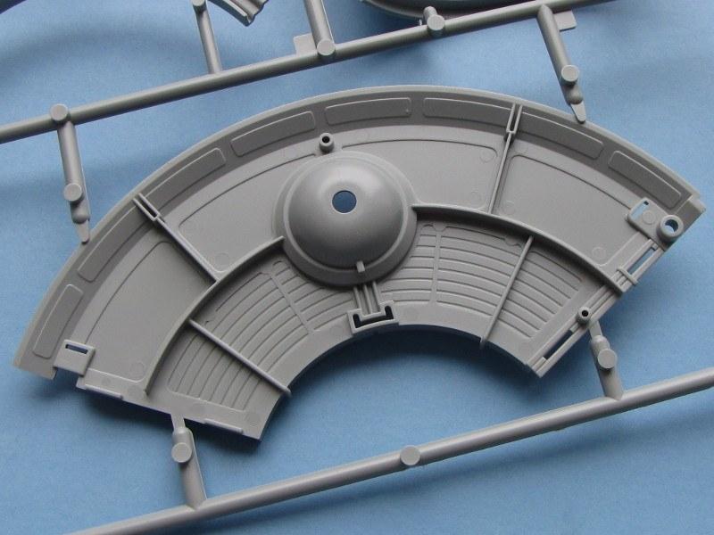 Flying Saucer Haunebu Ii Revell Nr 03903 Modellversium Kit Ecke