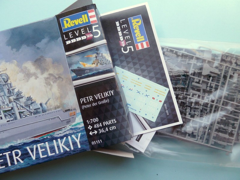 Neu Revell 05151-1//700 Russischer Schlachtkreuzer Petr Velikiy